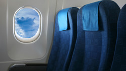 Туристка сбросила 83 кг после того, как не поместилась в кресло самолета