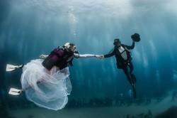 В Монако состоялась свадьба под водой