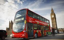 В Лондоне двухэтажный автобус врезался в витрину