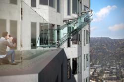 В Калифорнии открыли обзорную площадку со стеклянной горкой