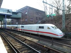 В Германии мужчина с топором напал на пассажиров в поезде