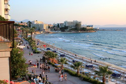 Авто въехало в толпу людей на турецком пляже