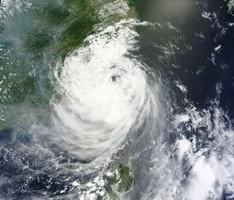 Над южным побережьем Китая бушует тайфун «Нида»