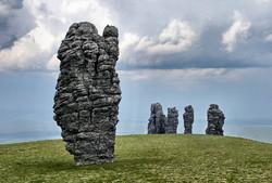 Тропы для туристов оборудуют на перевале Дятлова, на плато Маньпупунер и вдоль Байкала