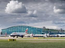 Аэропорты Великобритании будут взимать плату за проход без очереди