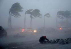 Десятки авиарейсов отменены в Китае из-за тайфуна
