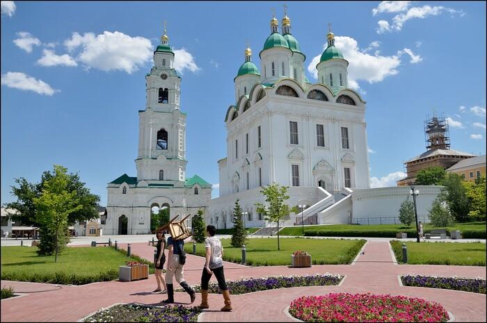 Астраханский кремль и Пиво-водка-теплоход