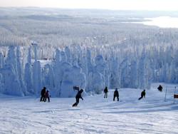 В Финляндии открыли горнолыжный сезон на прошлогоднем снегу