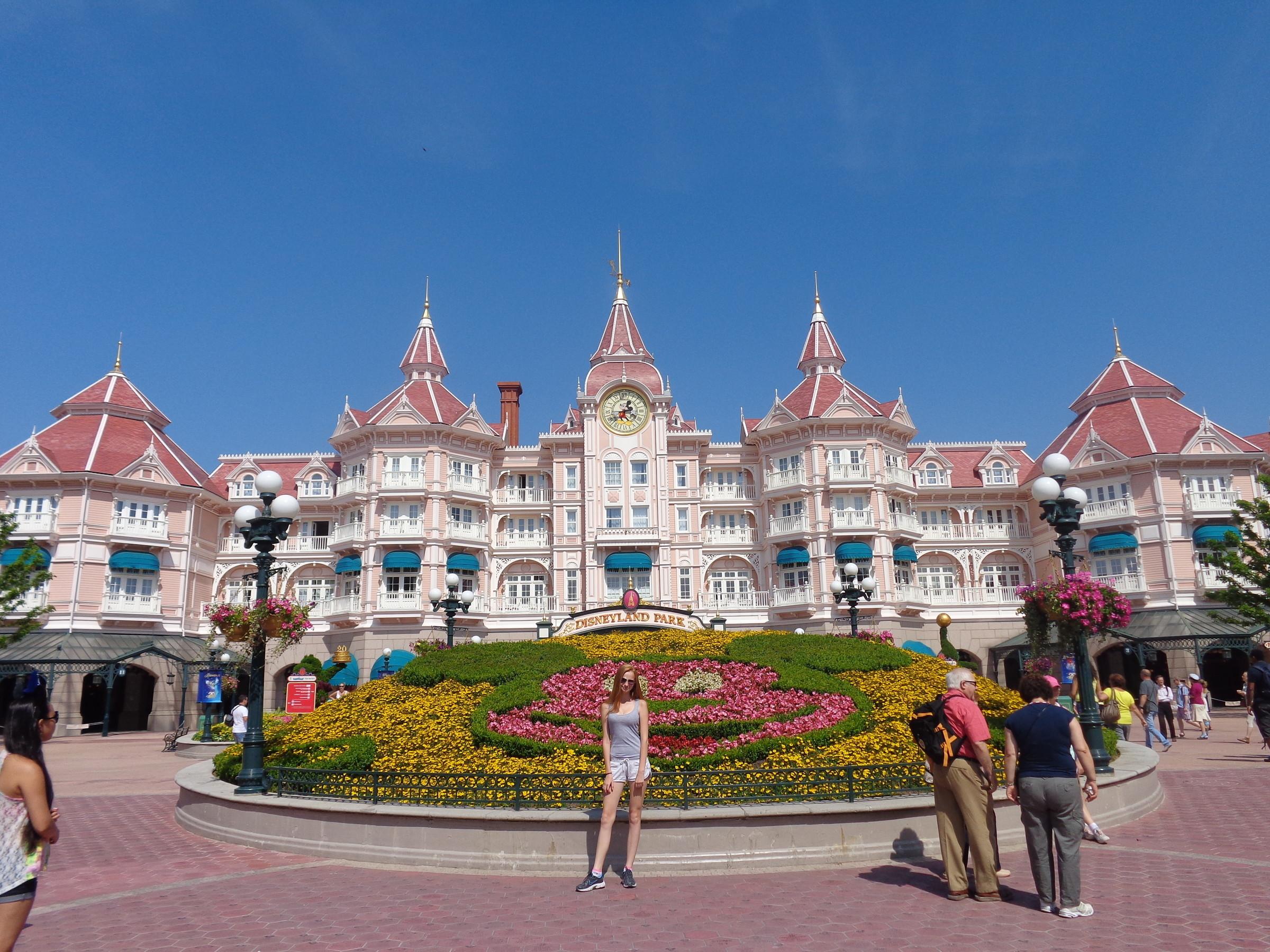 Disneyland Paris - Wikipedia Disneyland hotel paris pictures