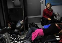 Туристов на 12 часов заперли в аэропорту