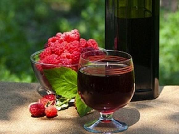Как сделать из своих ягод вино