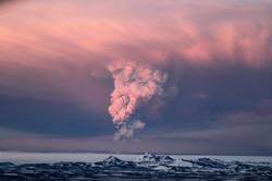 В Исландии началось извержение вулкана, возможны отмены рейсов