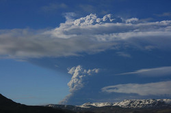 Исландский вулкан к четвергу может добраться до Франции и Испании