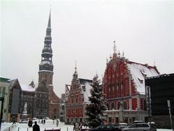 Пикетчики приостановят работу Латвийского посольства в Москве