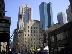 Нью-Йорк поддерживает задержавшихся в городе туристов