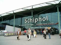 Пассажиров, летящих в Амстердам будут проверять прямо в воздухе.