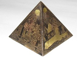 Триллер: туриста в Египте чуть не казнили за сувенирную пирамидку
