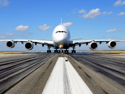 Инженеры затребовали немедленно посадить на землю все лайнеры А380