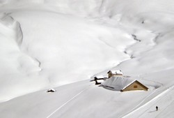 Снегопад в Австрии держит в плену россиян