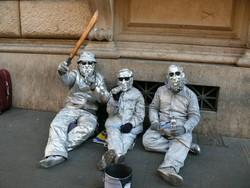 """В Амстердаме """"живые статуи"""" нападают на туристов"""