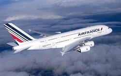 Самолет Air France стал терять топливо в воздухе