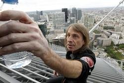 Человек-паук покорил высочайший небоскреб Франции