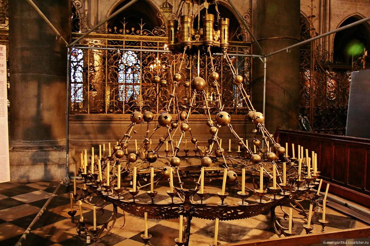 Парижской богоматери внутри париж