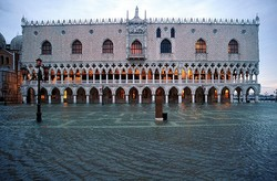 В Венеции началось наводнение