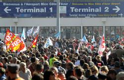 Забастовка работников транспорта Франции приведет к отмене рейсов Air France
