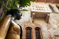Туристам в Вероне запретили оставлять признания в любви