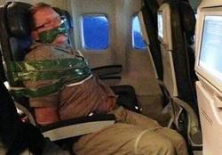 Пьяного дебошира на рейсе из Египта усмирили с помощью скотча