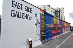 Берлинскую стену со знаменитыми граффити сносят ради жилого комплекса