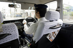 Не заплатившие за проезд россиянки избили японского таксиста