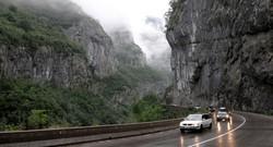 Автобус с туристами рухнул в пропасть в Черногории