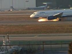 В США у самолета при посадке загорелось шасси, есть пострадавшие