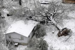 Снежный шторм парализовал транспортное сообщение в США