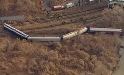 В Нью-Йорке четыре вагона с людьми рухнули с насыпи