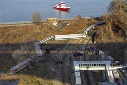 Поезд сошел с рельсов в Нью-Йорке из-за трехкратного превышения скорости