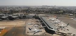 Boeing 747 протаранил здание в аэропорту ЮАР