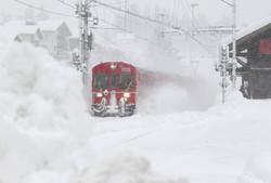 Снегопады парализовали железнодорожное сообщение в Швейцарии