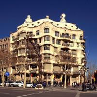 Реставрация памятника архитектуры в Барселоне не помешает туристическим экскурсиям