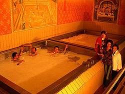 Пивная ванна: мужская мечта осуществилась в Австрии