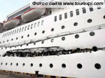 Океанский лайнер получил пробоину у берегов Китая