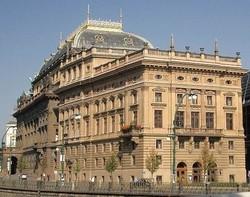 Национальный театр на солнечных батарейках