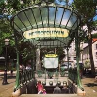 В метрополитене Парижа могут появиться бассейны и рестораны