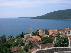 В Черногории построят бассейн в море