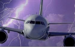 Самолеты Finnair массово атаковали молнии
