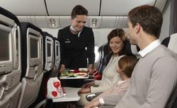 Российские авиакомпании сами будут решать, кормить ли им пассажиров