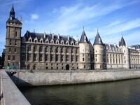 По острову Ситэ — историческому сердцу Парижа