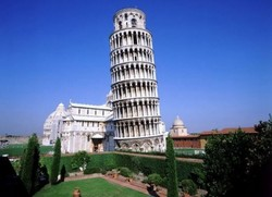В Италии остановили падение Пизанской башни